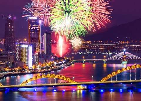 danang-helicopter-fireworks